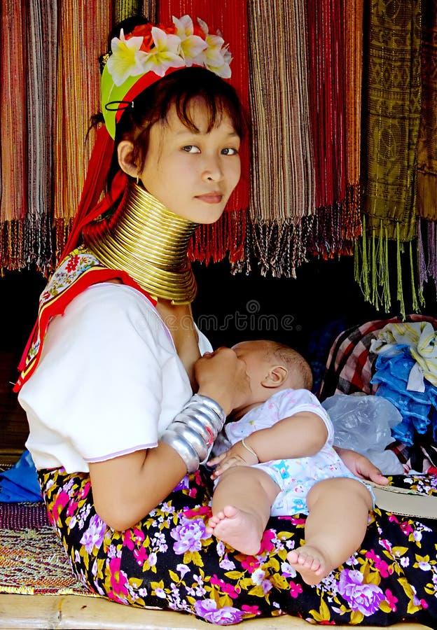 Woma de cuello largo de la tripa de Padaung fotografía de archivo