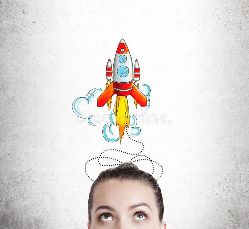 Woman& x27; голова s и большой эскиз ракеты стоковая фотография