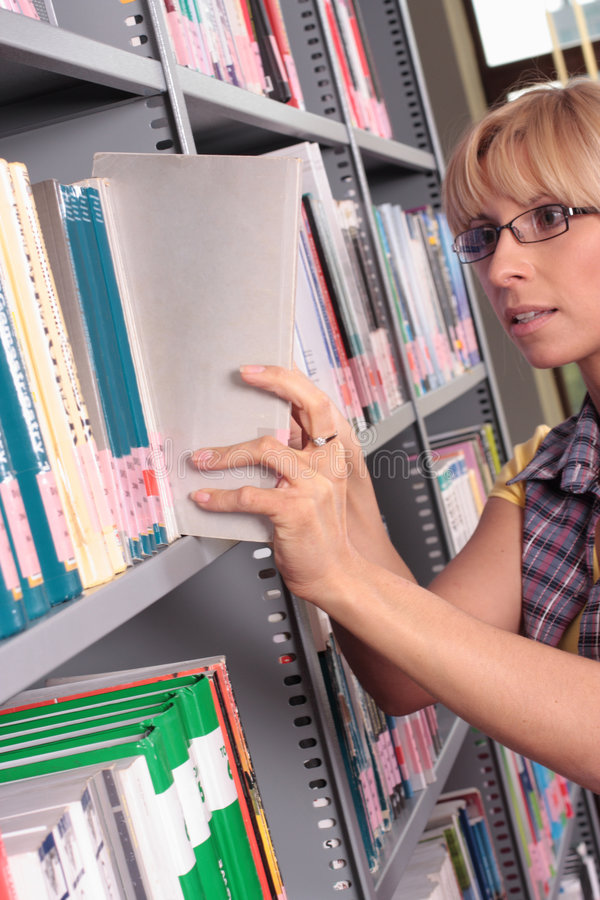 Free Woman At Library Shelf Royalty Free Stock Image - 5237276