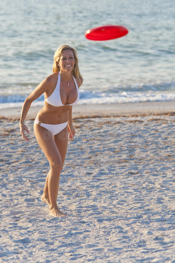 Woman In Bikini Playing Frisbee At A Beach royalty free stock photos