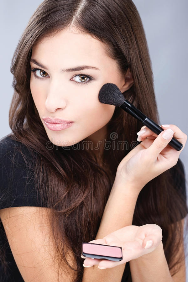 Free Woman Doing Makeup With Powder Brush Royalty Free Stock Photo - 22089725