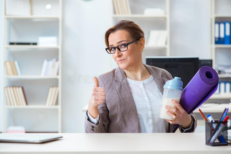The woman employee going to sports from work during lunch break royalty free stock photo