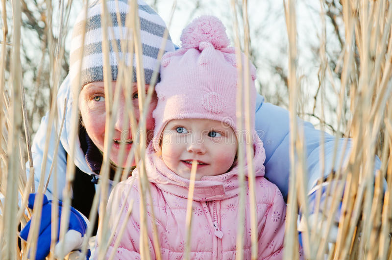 Download The Woman With The Girl Observe Of Whom That Of Canes Stock Photo - Image: 30606078