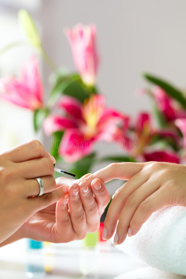 Free Woman In Nail Salon Receiving Manicure Royalty Free Stock Images - 35350969