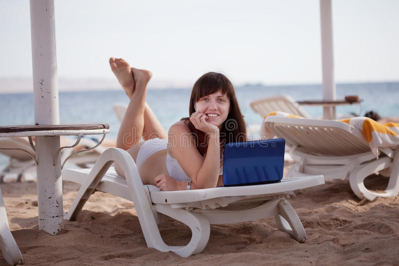Download Woman  With Laptop At Resort Royalty Free Stock Images - Image: 23335209