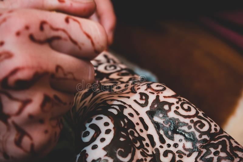 mehendi artist painting henna on the hand royalty free stock photos