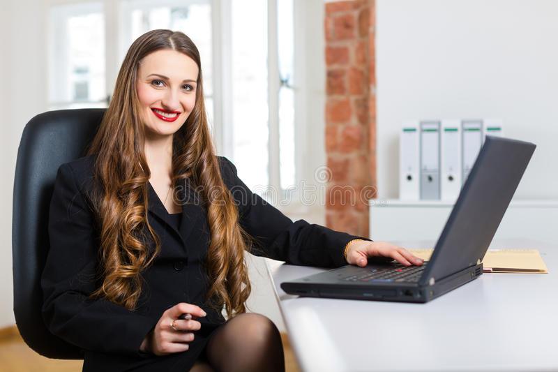 Download Woman In Office Sitting On The Computer Stock Image - Image: 33489053