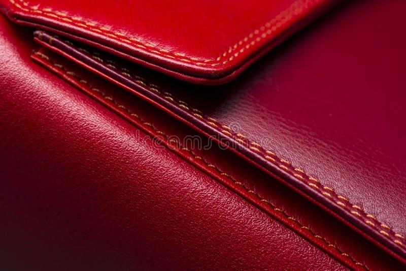 Woman& rosso x27; borsa di s fotografia stock