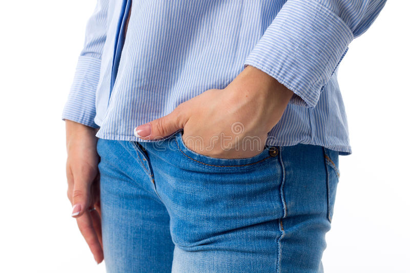 Woman& x27; s ręka w kieszeni cajgi obrazy stock
