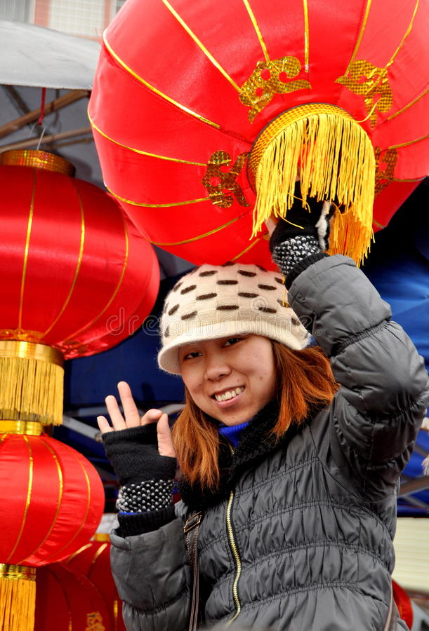 Download Woman Selling Chinese New Year Lanterns Editorial Image - Image: 22967980