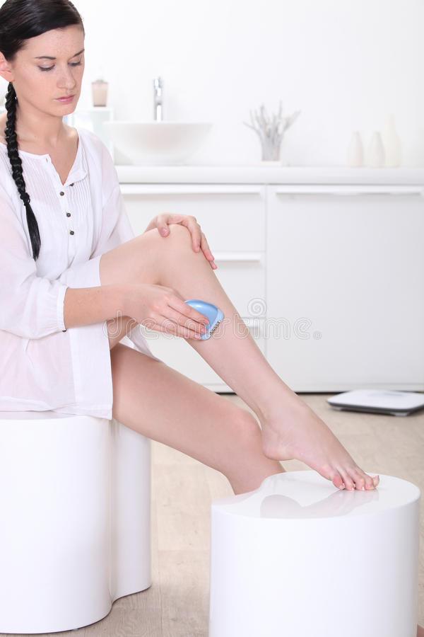 Download Woman Shaving Her Legs Royalty Free Stock Image - Image: 29295096