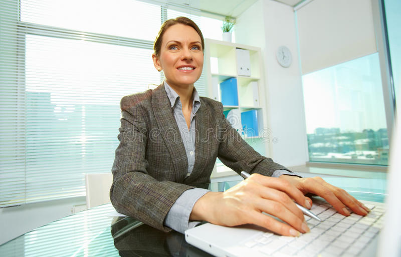 Woman Typing Royalty Free Stock Images