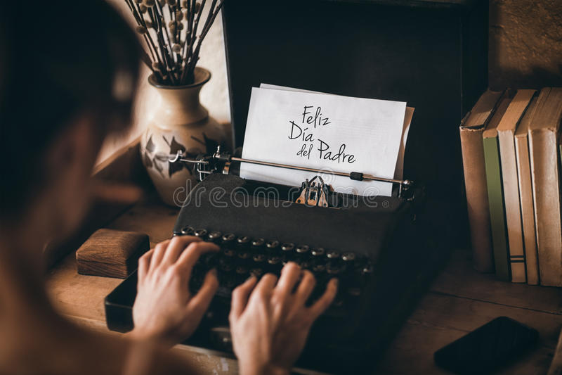 Woman typing on typewriter. Feliz dia del padre royalty free stock images