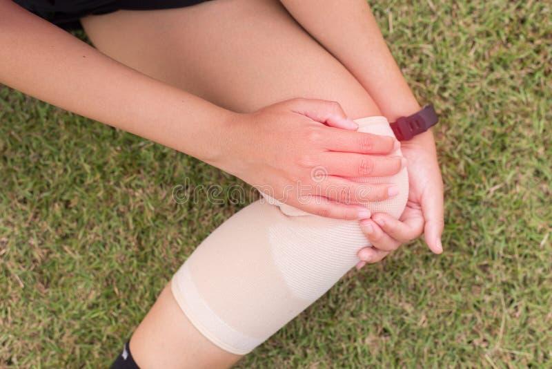 3 119 Bandage Knee Pain Photos Free Royalty Free Stock Photos