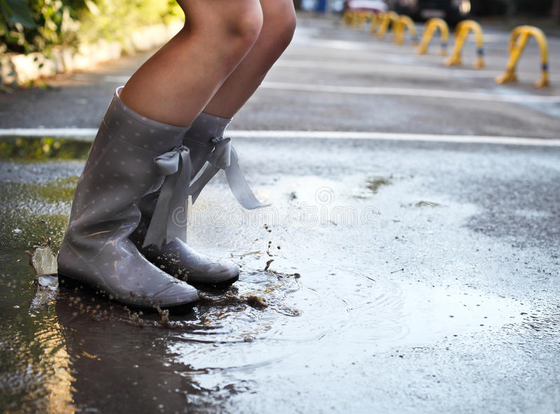nude-girl-in-rain-boots-girl-amatuer-mature