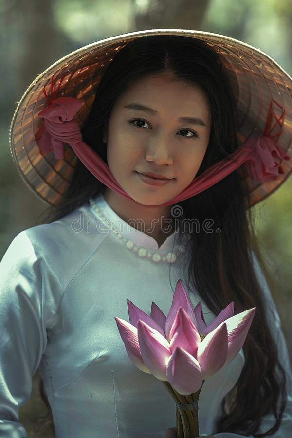 Woman Wearing White Long Sleeve Shirt And Sakkat Hat Holding Pink Flowers Free Public Domain Cc0 Image