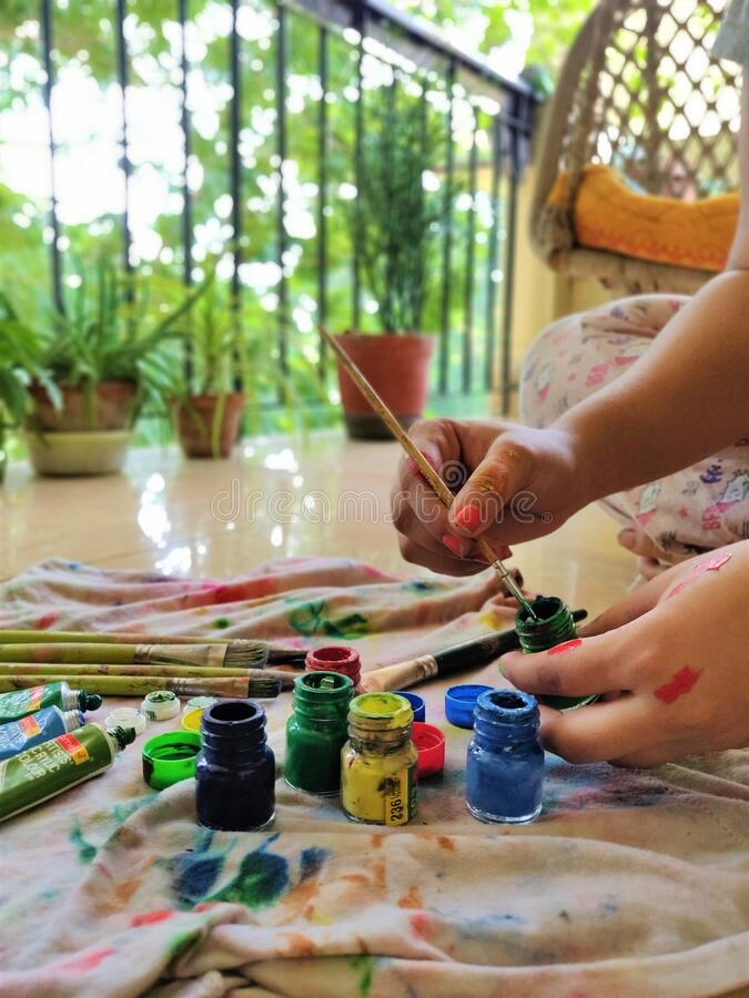 Free Woman With Her Painting Kits Stock Photos - 178291253
