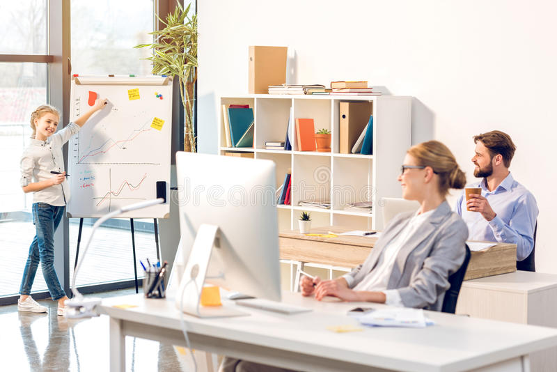 https://thumbs.dreamstime.com/b/woman-working-home-office-happy-family-computer-whiteboard-92470310.jpg