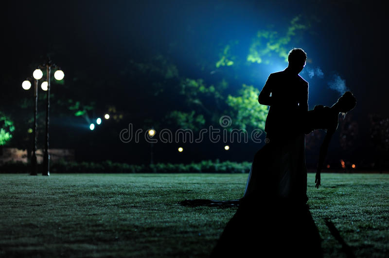Womand and man silhouettes in the evening park