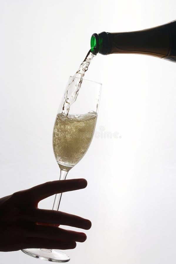 womans руки шампанского стеклянные стоковое изображение rf