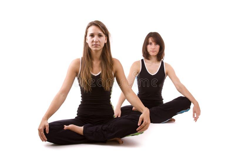 Womans, das Yoga tut lizenzfreie stockfotos