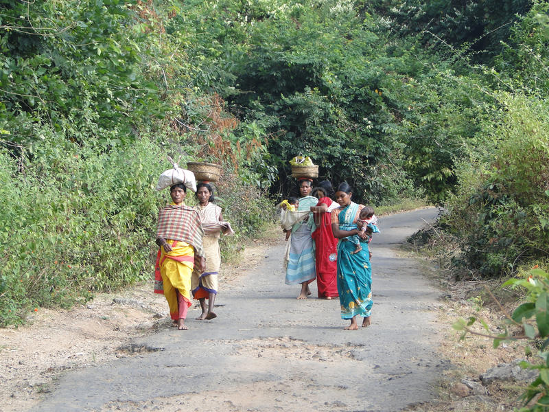 Download Women Carry Goods On Their Heads Editorial Image - Image: 12291725