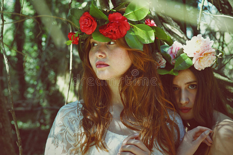 Women With Flower Garland Free Public Domain Cc0 Image