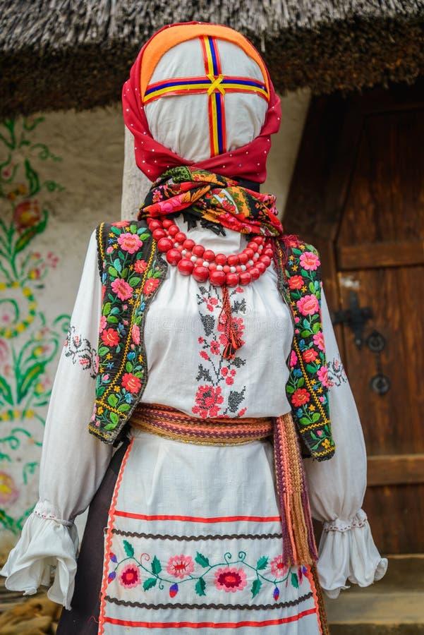 Women& x27; s klär med traditionell ukrainsk broderi royaltyfria bilder