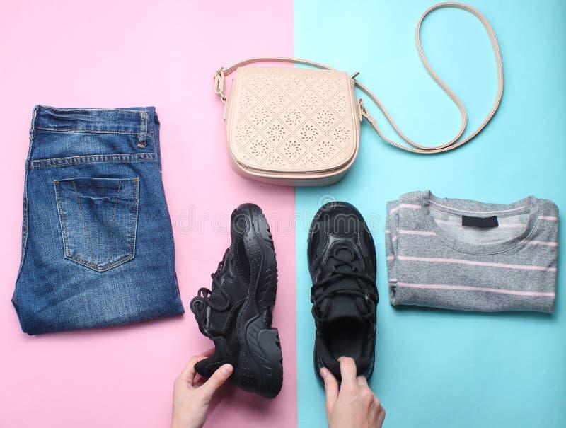 Women& x27; s-tillbehör, kläder, skor royaltyfria foton