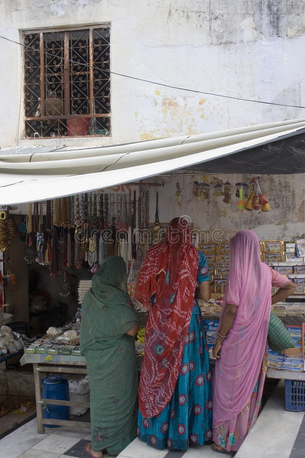 Womenat le marché dans l'Inde photos stock