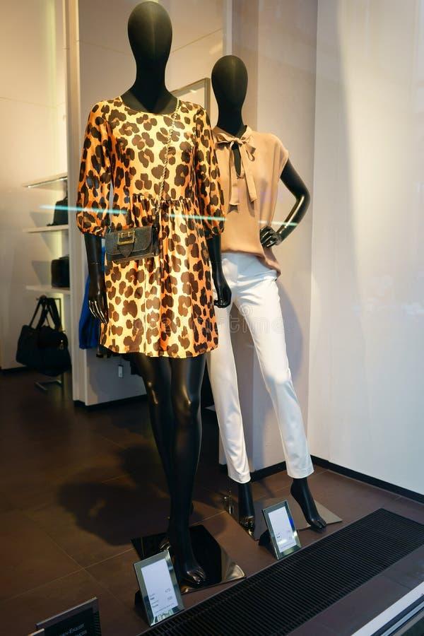 Womenswear de luxe Allemagne d'étalage de boutique photo libre de droits