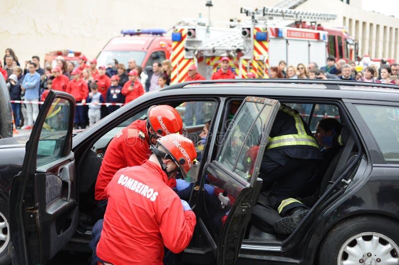 Wonded olycksperson straped på bilinre royaltyfria foton