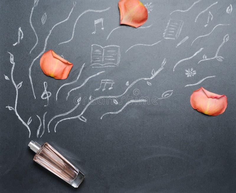 Woni butelka z drowing odoru androse płatkiem na blackboard zdjęcie royalty free