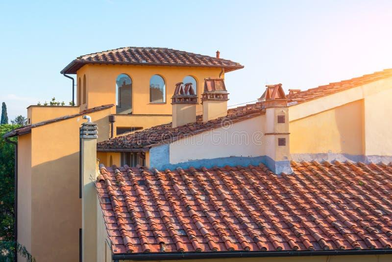 Woningbouw en betegelde daken, Italiaanse steden royalty-vrije stock fotografie