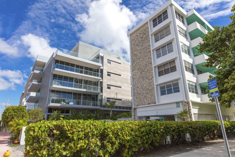 Woningbouw in Oceaanaandrijving Het strand van Miami stock foto's