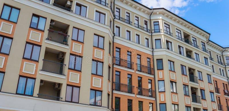 Woningbouw op een zonnige dag royalty-vrije stock foto's