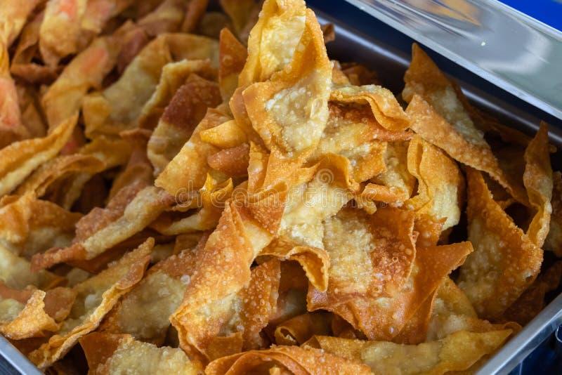 Wonton cuit à la friteuse de porc ou boulettes frites image libre de droits