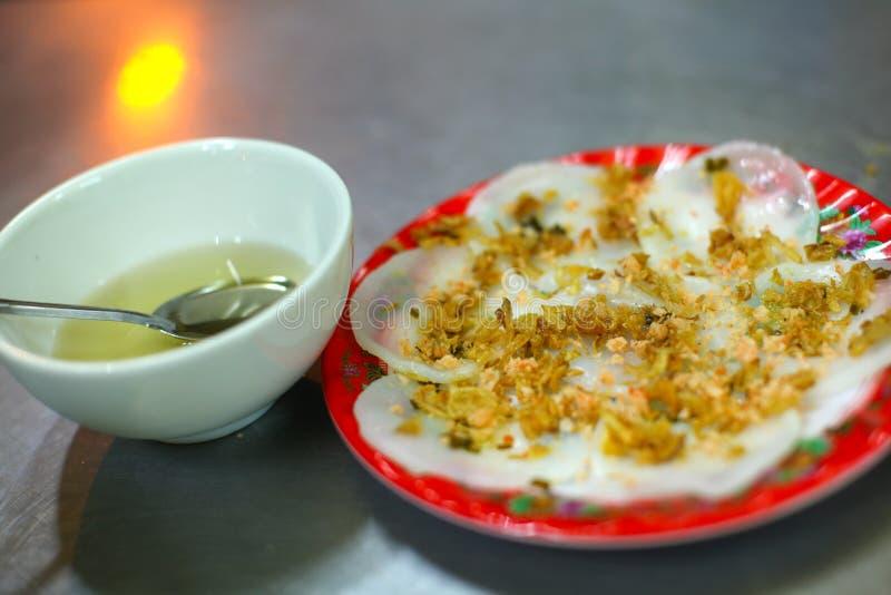 Wonton o pancake della farina di riso con le arachidi e la salsa fotografie stock libere da diritti