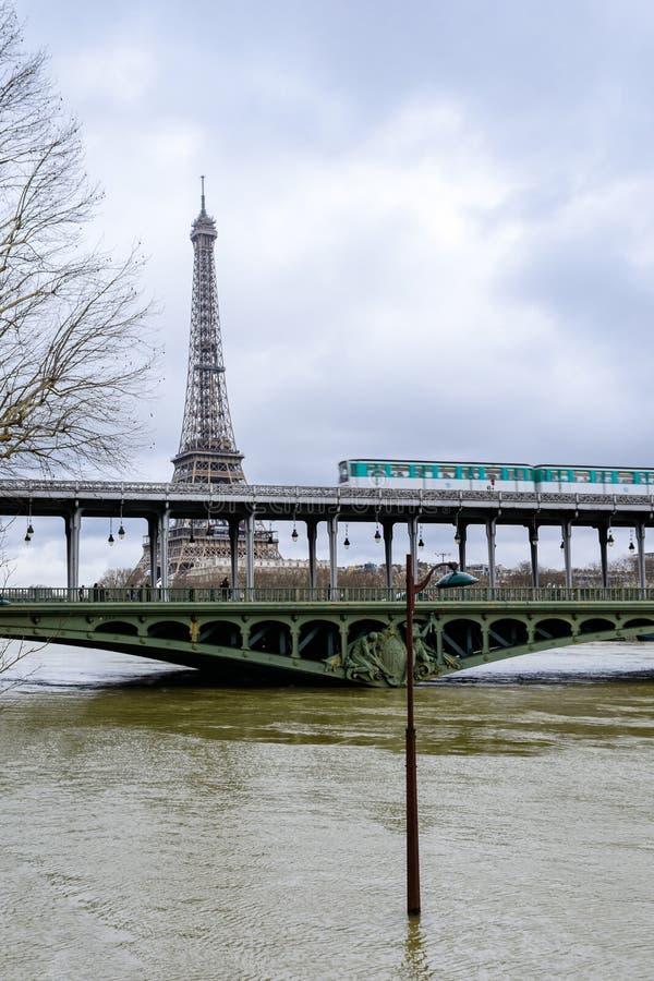 Wonton w Paryż w powodzi zdjęcia stock