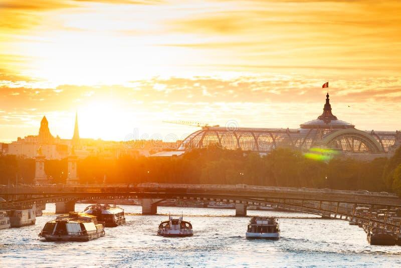 Wontonu rzeczny zmierzch i kopuła Grand Palais obrazy stock