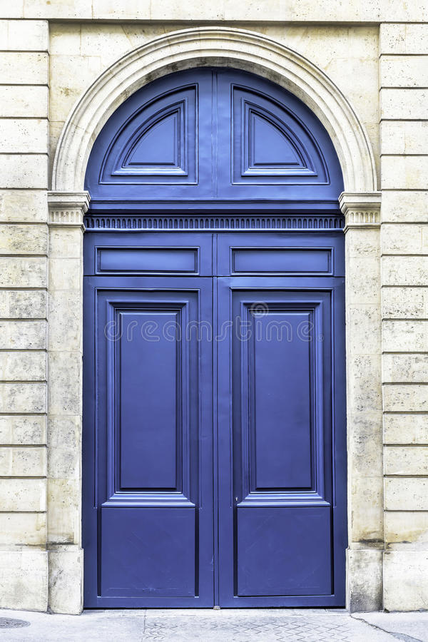 Free Wood Arch Entry Door In Paris, France Royalty Free Stock Photo - 35167265