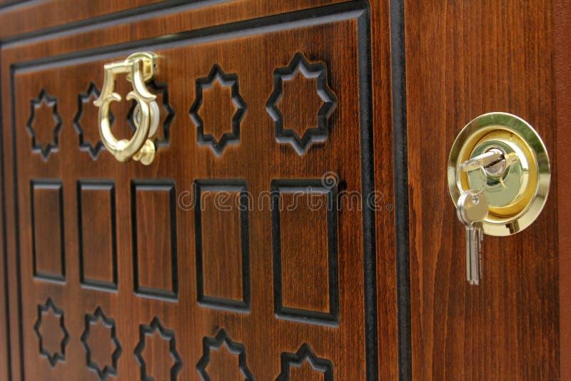 Wood dörr royaltyfria bilder