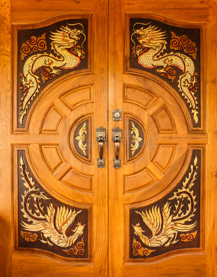Free Wood Door With Dragons And Swans Design Stock Images - 34381944