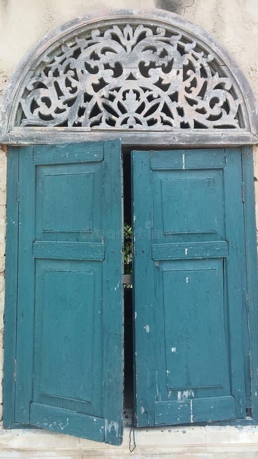 Wood forntida fönster arkivbilder