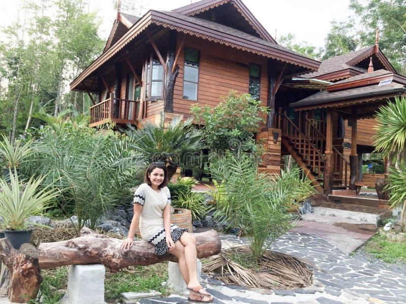 Wood hus i Thailand arkivfoto