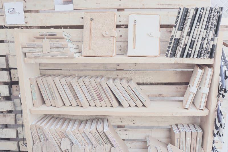 Wood hylla med boken royaltyfria bilder