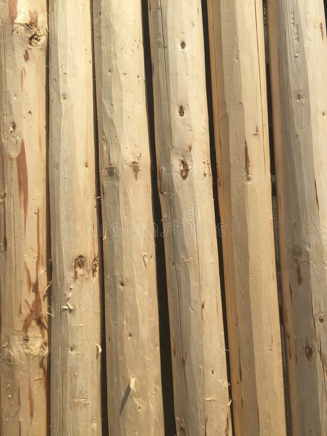 Wood journalhög för intressanta bakgrundsidéer för intressanta och idérika bakgrunder royaltyfri bild