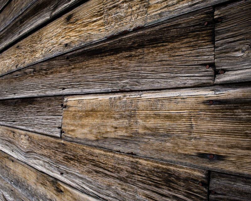 Wood korn av ett gammalt skjul royaltyfria foton