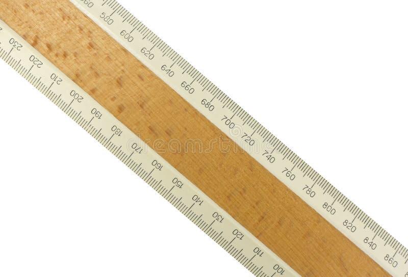 Wood linjal som isoleras över vit royaltyfri bild
