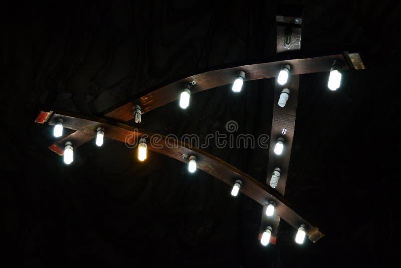 Wood ljuskrona fotografering för bildbyråer